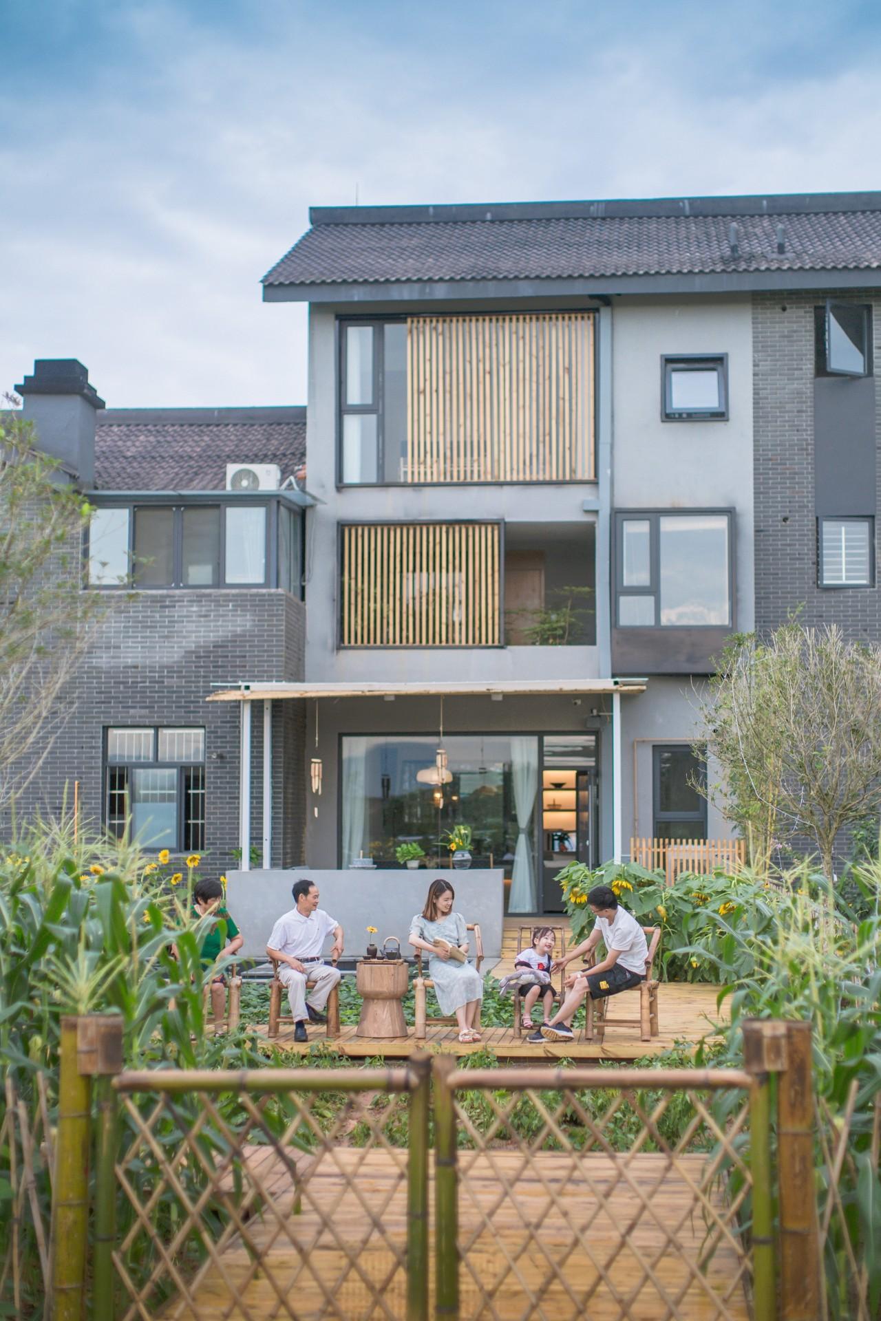 成都五把椅子,一处院落半亩菜园,这才是生活该有的样子