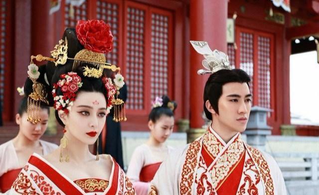 原创看了范冰冰版的武则天,唐朝女人头上的发簪真的有这么多吗?