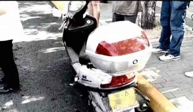 男子无证驾驶摩托车遇检查咬伤民警,已被刑拘