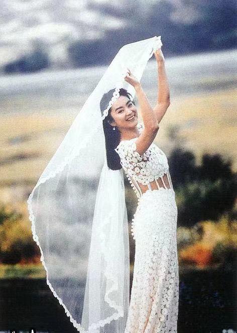 十大穿婚纱最美女星,巩俐、林青霞、李嘉欣不如张馨予和郭碧婷仙