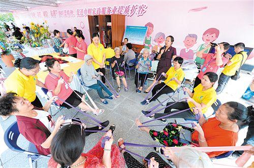 广西妇女事业发展辉煌70周年展在广西科技馆开幕