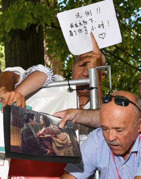 原创电影节上54岁巩俐被外国大叔用中文表白:不是所有男人都爱少女