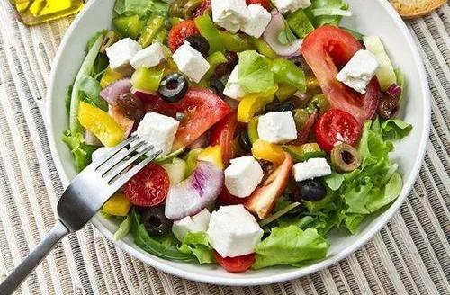 蔬菜生吃营养高,但菠菜、四季豆和香椿,务必焯水煮熟后再吃