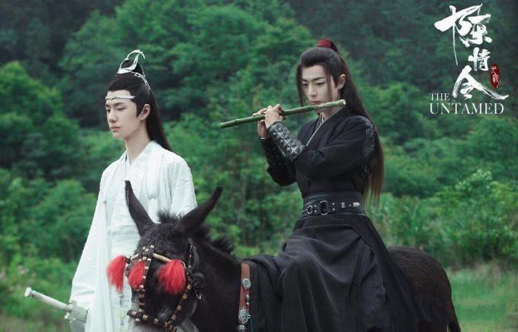 肖战王一博泰国见面会服装好帅,而看到泰国翻版,简直不忍直视