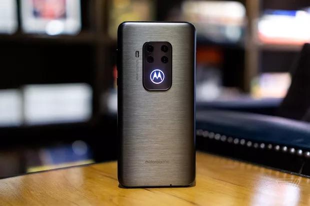 IFA2019:Moto发布四摄新机OneZoom售450美元