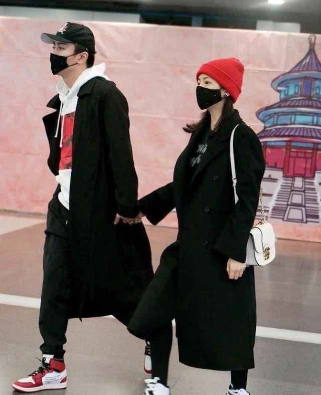 陈晓陈妍希结婚两年重拍婚纱照,两人摆着各种甜蜜姿势,超级幸福