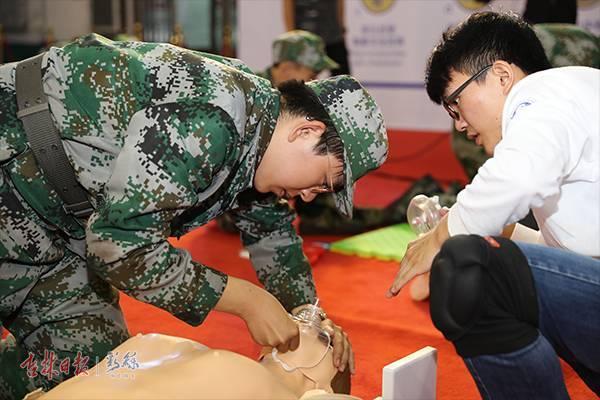 吉大新生开学第一课:培训心肺复苏急救技能