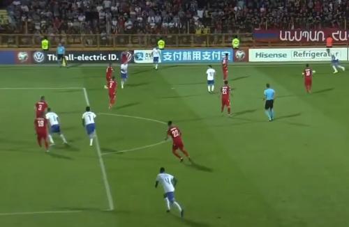 欧预赛贝洛蒂梅开二度意大利3:1胜十人亚美尼亚