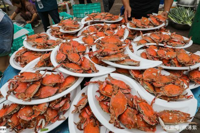 东北海边农家婚宴:1400只螃蟹堆成山,每人一只场面火爆