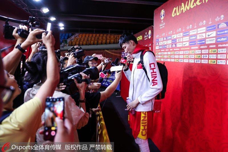 高清:2019男篮世界杯中国男篮抵达广州备战排位赛