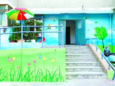 """望京南湖东园小区:居民拿画笔为老楼""""穿新衣"""""""