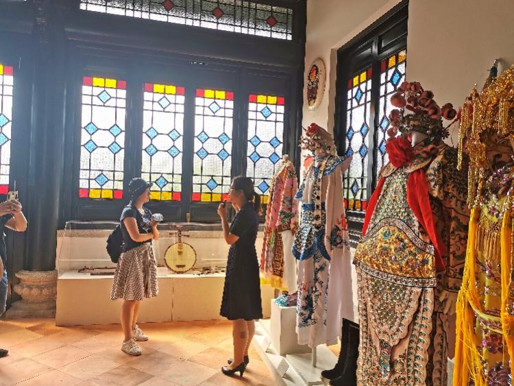 全国美展参展艺术家在广州采风,了解粤剧艺术,感受广府岭南风情