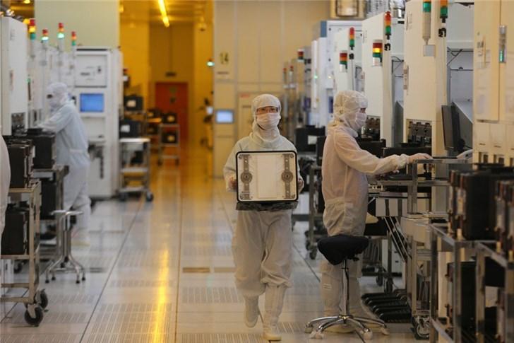 中国芯片争论:买关键技术还是自己重新研发?的照片 - 2