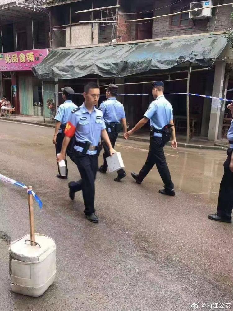 内江5.4级地震救援中!90后民警昨日刚完婚便放弃休假赴一线