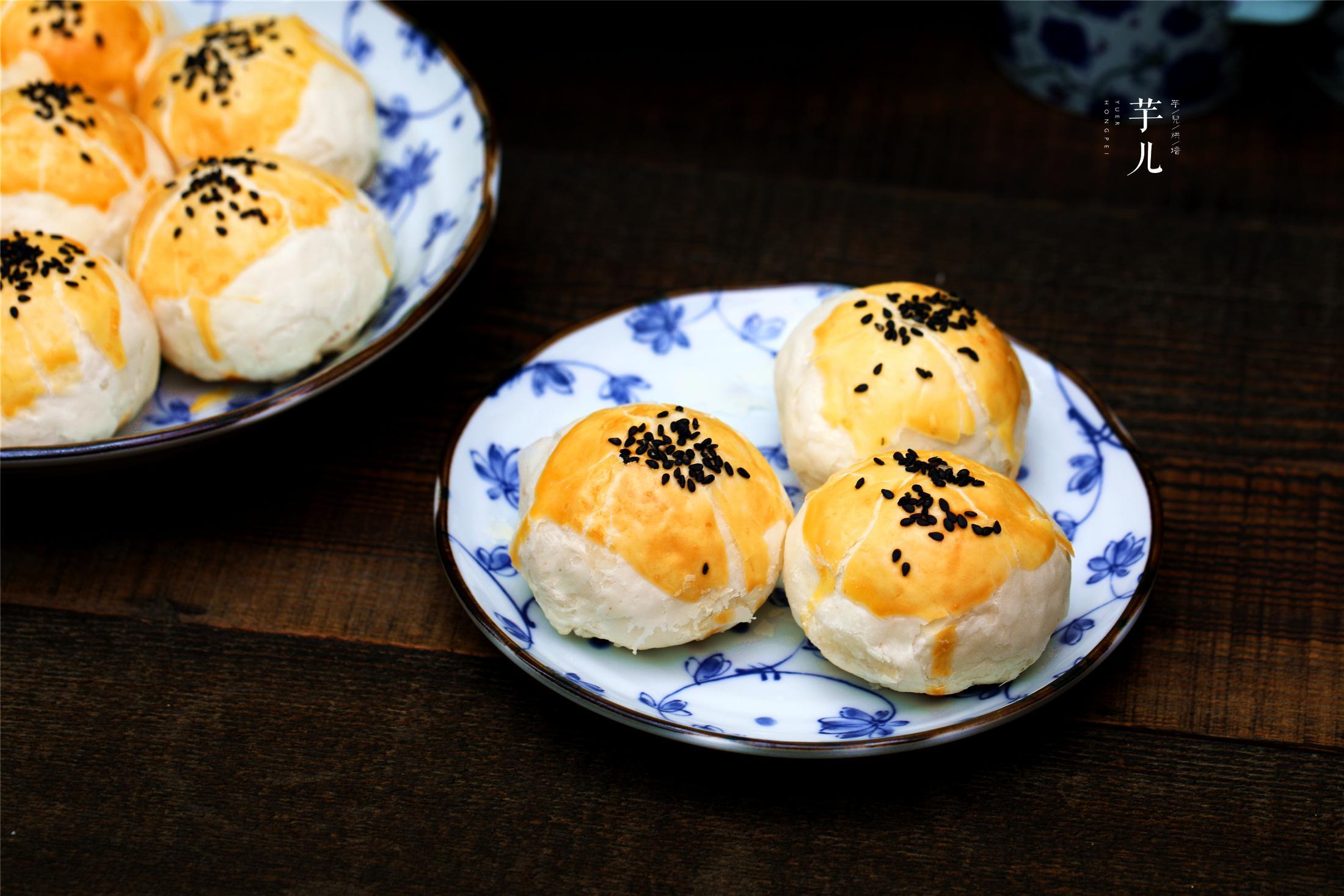 原创蛋黄酥好吃有诀窍!教你详细配方和做法,蛋黄翻沙流油,酥香掉渣