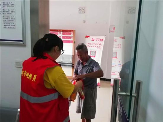 【图片新闻】江苏海安高新区海北办事处自由村慰问困难群众和五保户