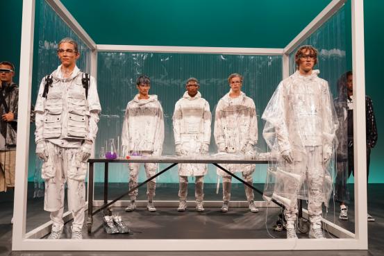 SevenCrash 2020春夏纽约时装周静态展——未来主义工装定义全新可持续时尚