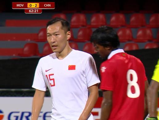 原创中国球迷记住你了!马代悍将8分钟2次遭国足戏耍,终于忍无可忍