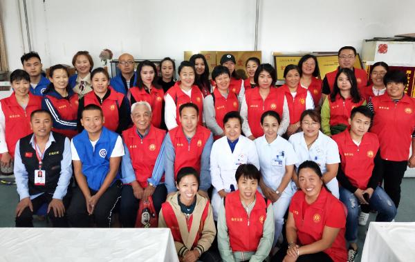 太原市烛光志愿服务中心携手星光志愿服务中心看望精神病医院的老人们