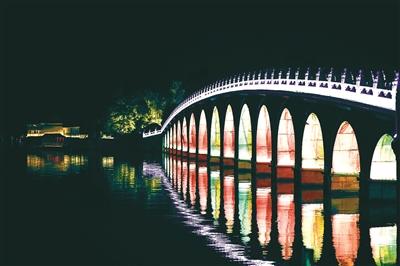 2000余盏五色宫灯点亮颐和园