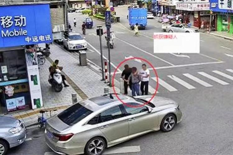 湖南家暴男复婚被拒后杀害前妻侄子!17年后广州街头闲逛时落网
