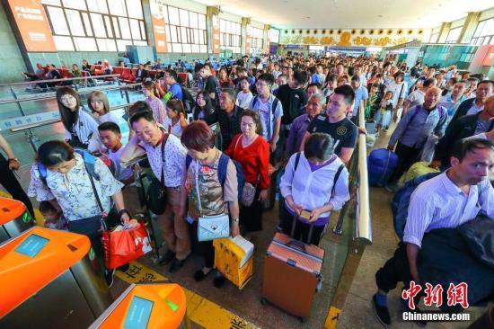 铁路今迎返程客流高峰预计发送旅客1172万人次