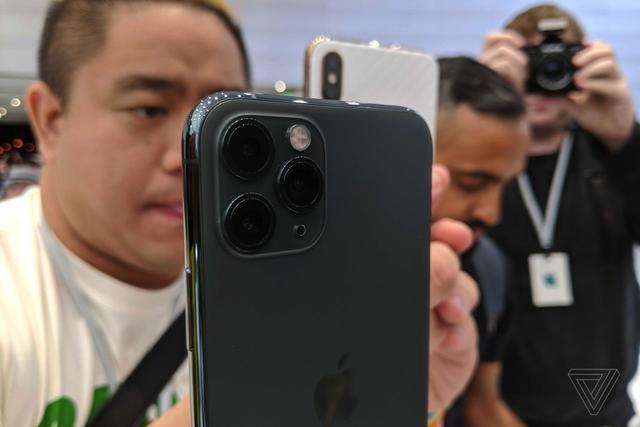 原创相机成iPhone11最大看点,网友:花一万块就买仨摄像头?