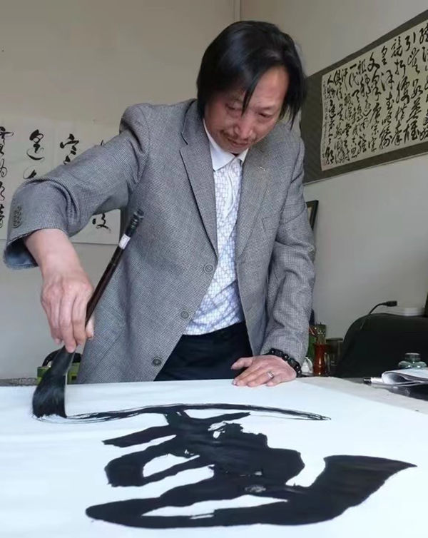 书画家陈山河——笔墨丹青 大气磅礴