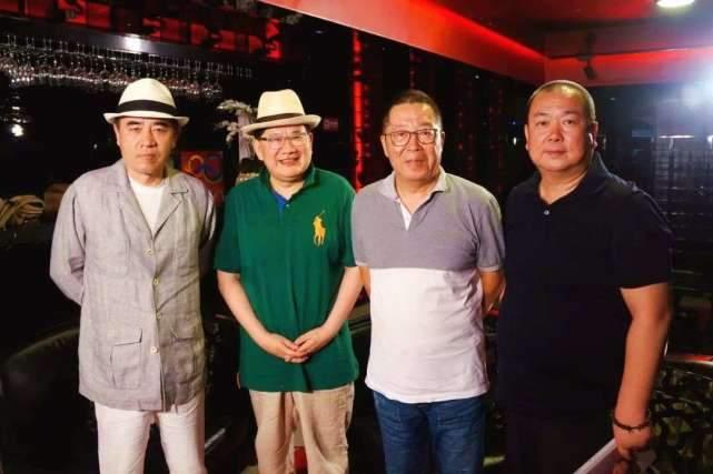 原创老酒馆中扮日本人的两位演员:一位是沪上名嘴,一位是张嘉译同学
