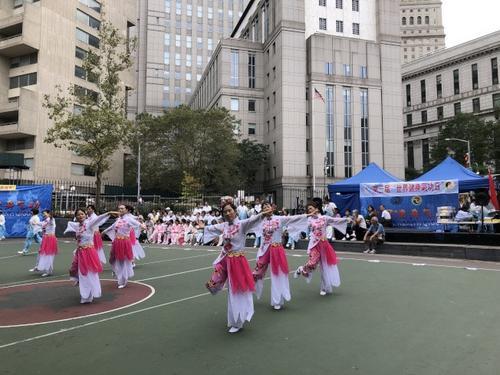 世界健身气功日纽约举行吸引各族裔爱好者