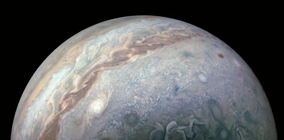 原创为何木星会出现闪光?原因已经被找到,科学家称它是在保护地球