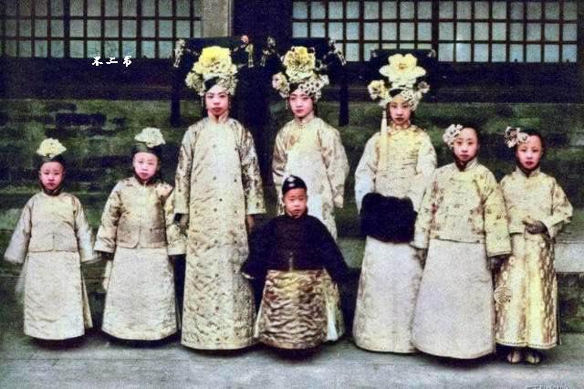 原创清末皇室上色老照片:镜头下的清末帝、末代皇后、末代皇妃