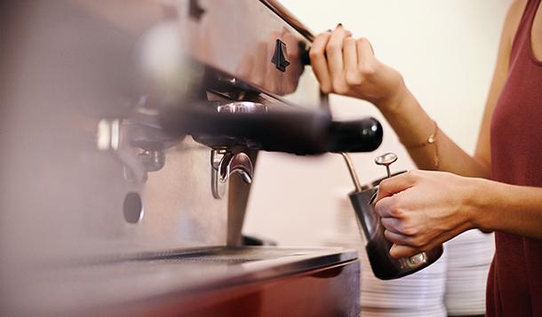 咖啡下沉战事:争夺消费场景烧钱依旧