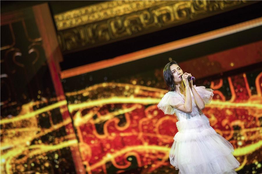 苏诗丁亮相最好的时代电影音乐会 用歌声致敬中国电影文化