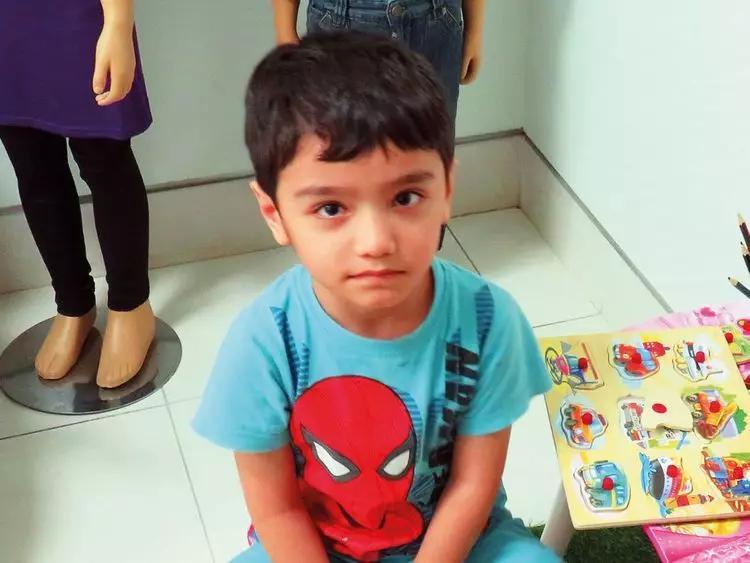 """剧情再升级!5岁男孩被遗弃后续,迪拜警方拘捕了4名""""母亲"""""""