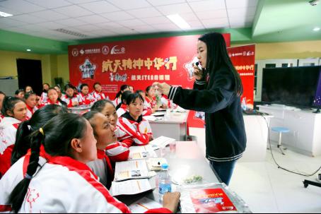 在藏区给孩子们讲授航天是一种什么感受?北京老师:全程星星眼