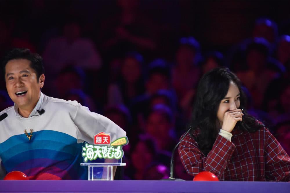 """《中国达人秀》沈腾收特别礼物笑到捶桌子,杨幂""""魔方脸""""惊艳亮相"""