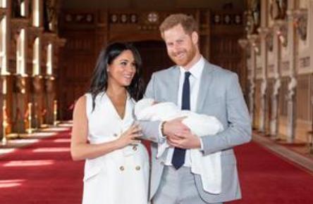 哈里夫妇带阿尔奇王子首次海外行这次沒搭专机