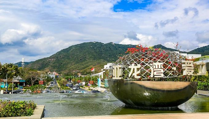 原创三亚最著名的海湾,游客在假期都会来这里度假,关键海水好还免费