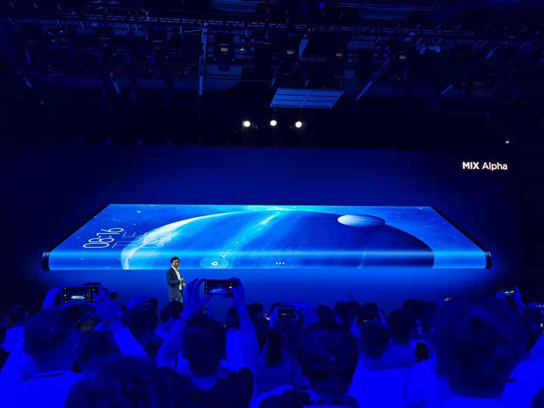 小米MIX Alpha概念手机发布:1亿像素 支持5G 摄像头以外全是屏的照片 - 3