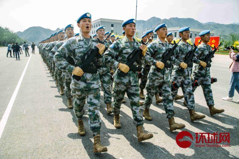 维和部队方队将军领队:维和部队方队是向世界宣示中国的大国担当