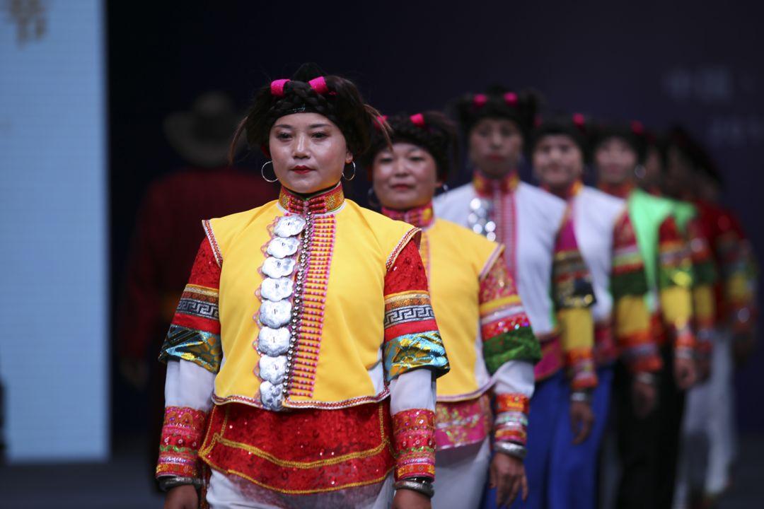 民俗 蒙古族服装服饰——回溯千年历史,增添灿烂光辉