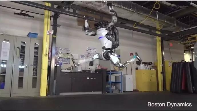 倒立、360°轉體、前滾翻、空中劈叉...波士頓動力逆天機器人又來了!