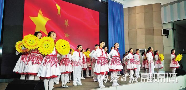 内江市举行庆祝中华人民共和国成立70周年原创歌曲展演