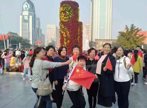 山西情缘志愿者爱心太原五一广场迎国庆大合唱