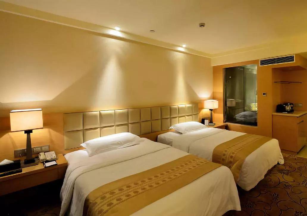 情侣遭偷拍40分钟4万人围观!酒店的每一张床都可能是直播现场!