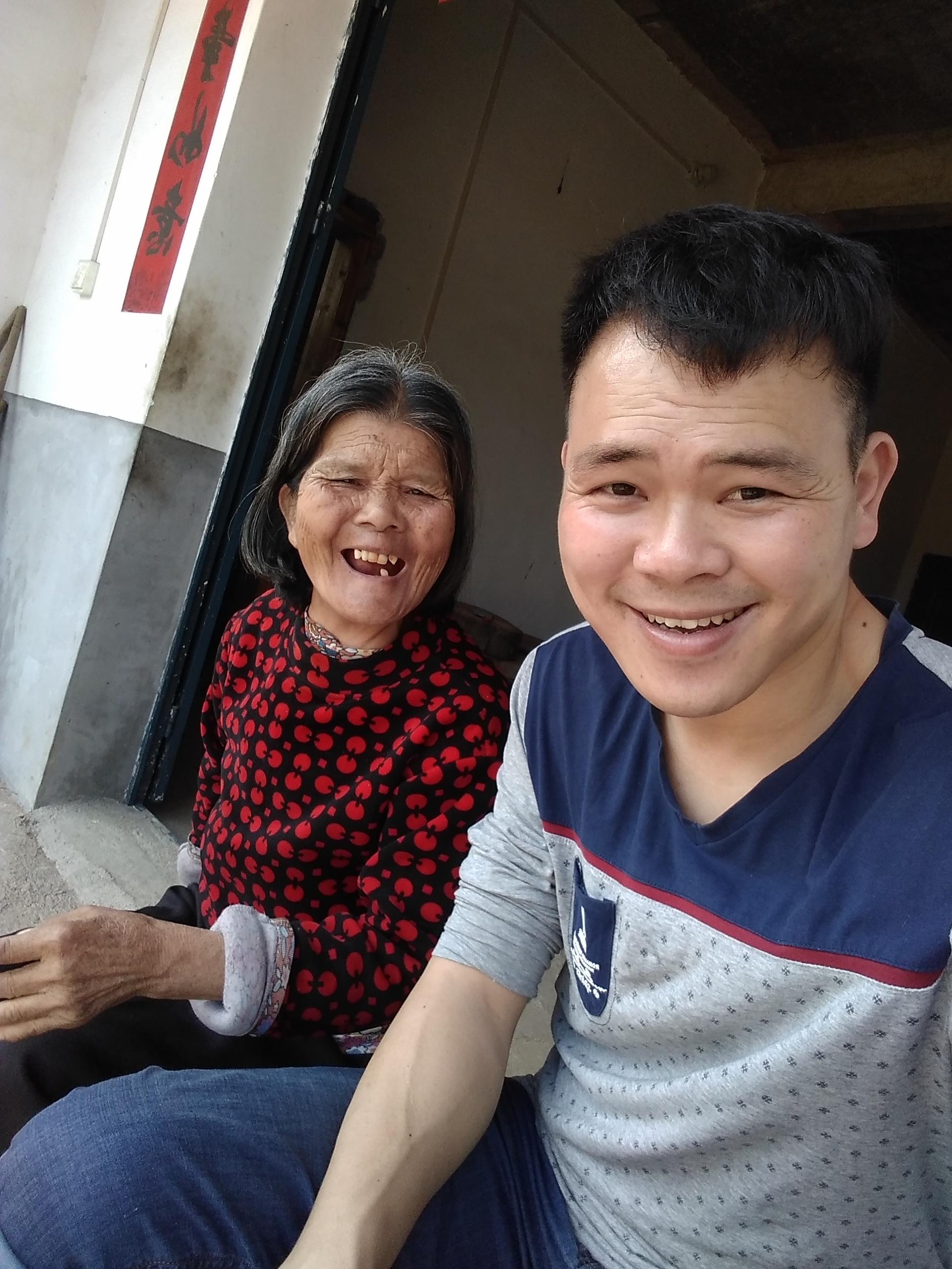 江西会昌县一扶贫干部走访贫困户时坠亡,年仅31岁