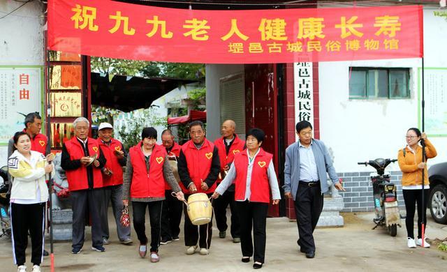 山东宁阳:网红歌手走进敬老院为老人送歌送祝福