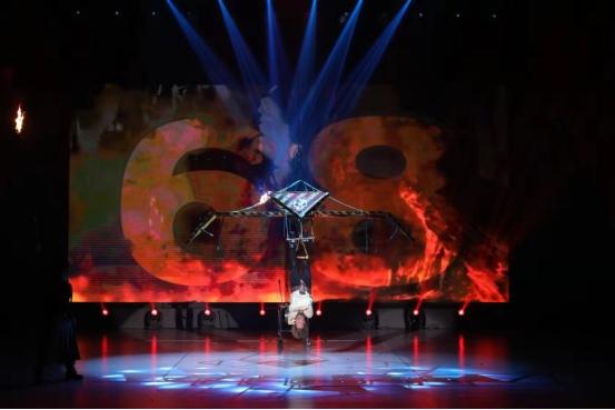 深圳欢乐谷国际魔术节高潮迭起 W型水花过山车开放迎来客流高峰