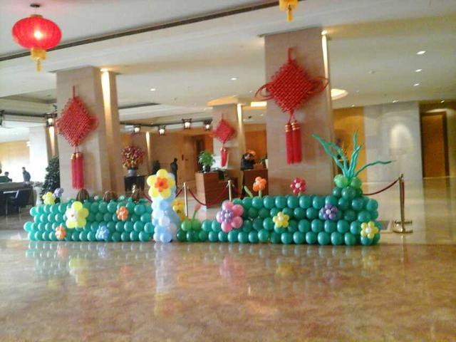 地爆氣球婚禮現場用的氣球一般多少錢一個
